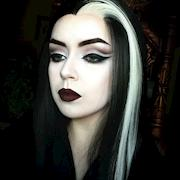 Morticia Addams / cut crease
