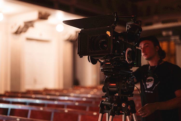 7 Key Factors for Choosing a Film School