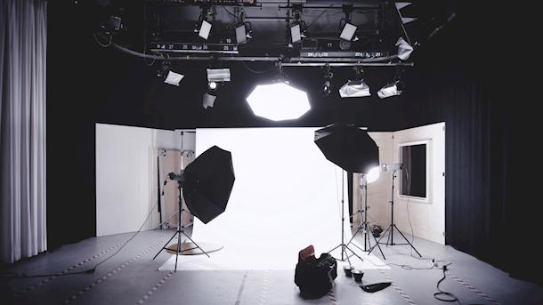 Lighting a Set: 3 Tips to Use to Your Advantage