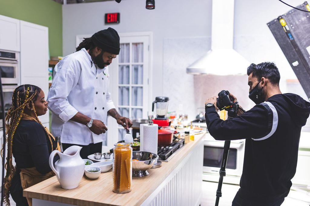 """PLAYERSTV PLANS, COMPILES AND SHOOTS NEW SHOW, """"COOKING CLEAN,"""" WITH NBA STAR DEANDRE JORDAN"""
