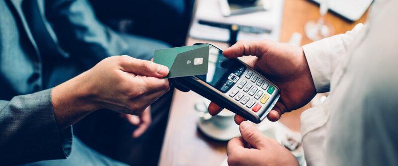 ¿Pensando en aceptar pagos con tarjeta en su negocio? Esto es lo que necesita