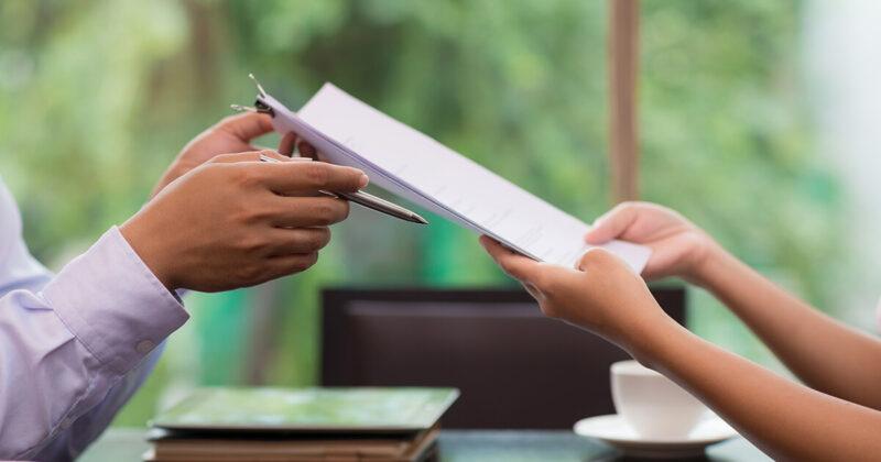 ¿Qué modelo de contrato laboral debería implementar para que sus empleados estén satisfechos?