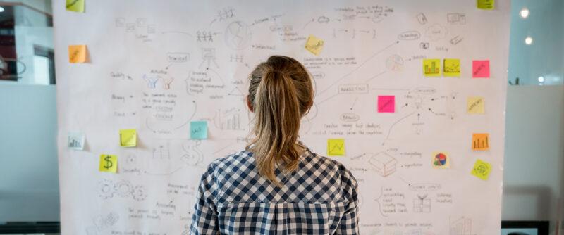 Qué es el triángulo del servicio y cómo convertir en algo novedoso su modelo de atención al cliente