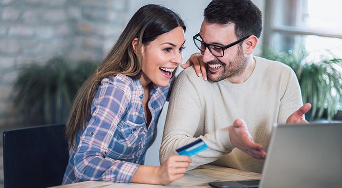 ¿Sus clientes aún desconfían de las compras por internet? Las tarjetas de crédito online pueden ser una solución