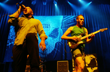 Howard Jones (L) and Killswitch Engage guitarist Adam Dutkiewicz