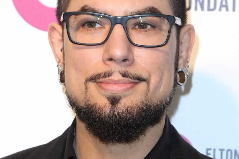 10 fast facts about dave navarro waaf. Black Bedroom Furniture Sets. Home Design Ideas