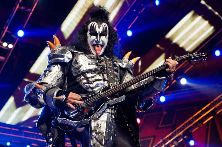kiss 39 gene simmons paul stanley condemn celebrities getting involved in politics waaf. Black Bedroom Furniture Sets. Home Design Ideas