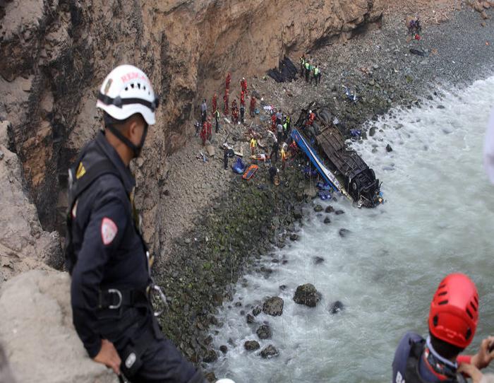 Autobús choca con tren en Francia y mueren 4 niños
