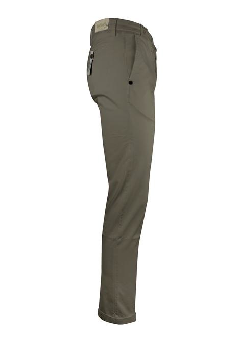 FLAT FRONT CHINOS Re-HasH | Trousers | P2492389MUCHA266