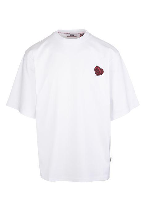 T-Shirt Oversize Bianca Con Patch Cuore Uomo GCDS | T-Shirts | FW22M02006001
