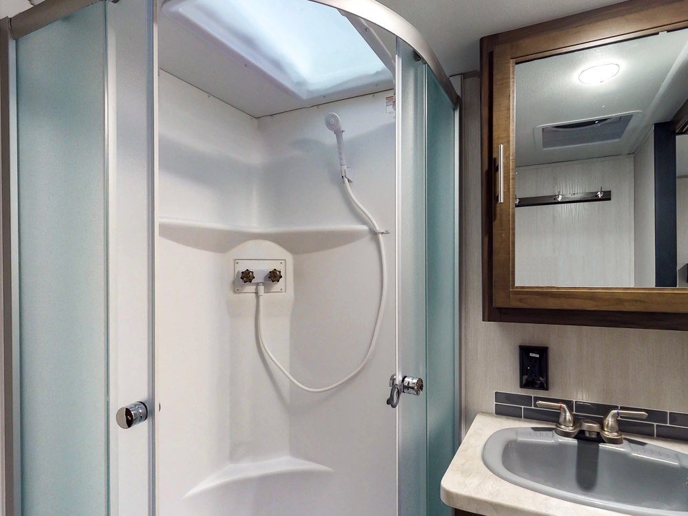 Cherokee274VFK2019showerskylight
