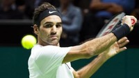 Roger Federer becomes world's number one tennis player at the age of 36