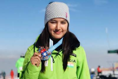 Aanchal Thakur won the silver medal in skiing