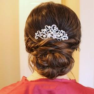 Lowromanticupdobridaljewelryhairstyle