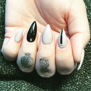 Winter garden nails