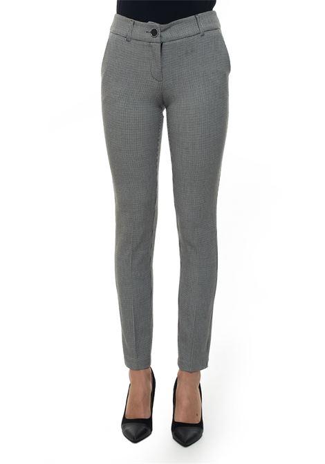 Pantalone modello chino Guess | 9 | W94B58-WAOH0FN90
