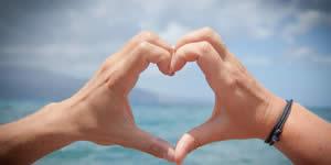 Mosaïque faite avec le mot amour avec 12 amis!
