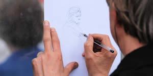 Vamos desenhar uma foto do seu album! Veja como fica...
