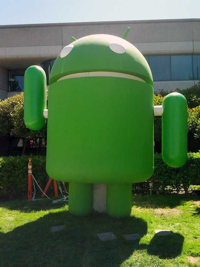 Jelly Bean Android Statue