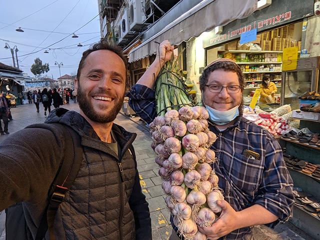 Daniel Waisberg & Yehoshua Coren Go Onion Shopping