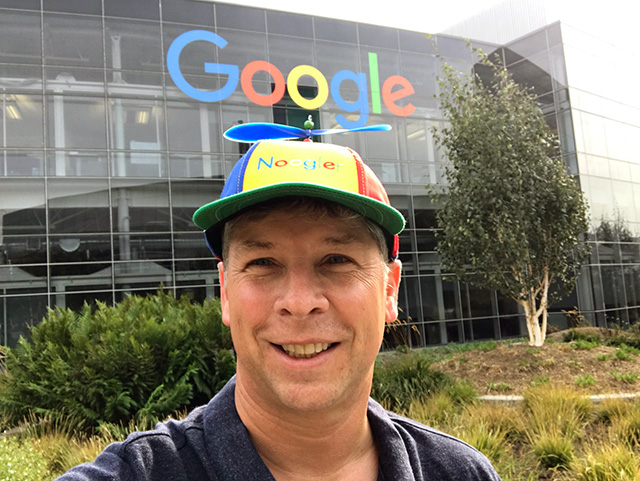 Danny Sullivan Wearing The Google Noogler Hat