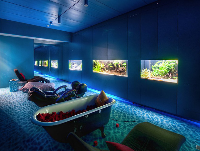 Google Aquarium Bathtub Relaxation Room