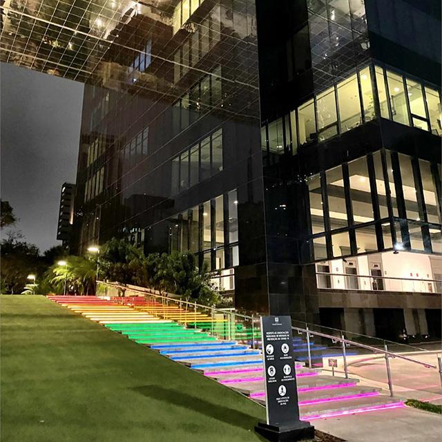 Escalera exterior LED de colores Google Brasil