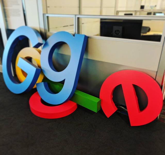 Google Logo Fallen
