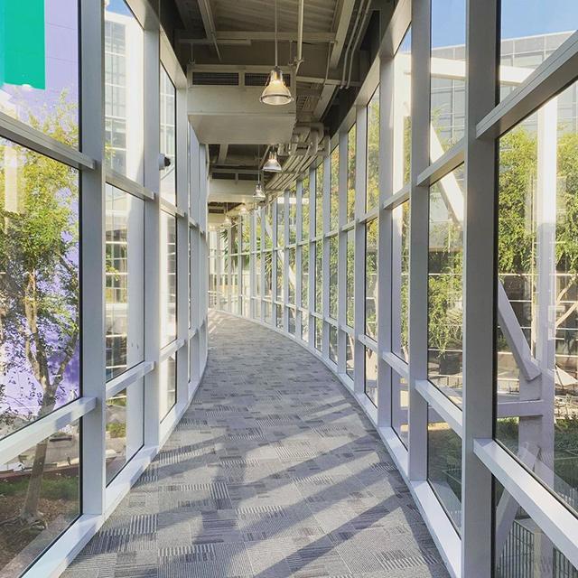Puente de edificio peatonal GooglePlex (ruta)