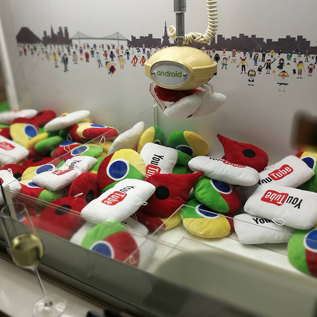 Google Android Claw Machine: Chrome, YouTube & Google Maps Pillows