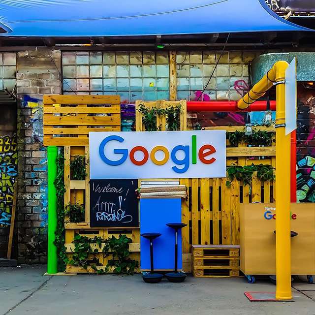 Google Spot With Wooden Slats