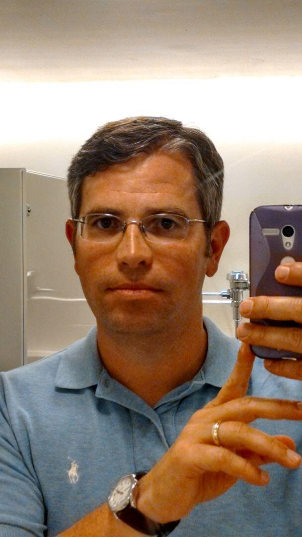 Google's Matt Cutts Selfie In Bathroom