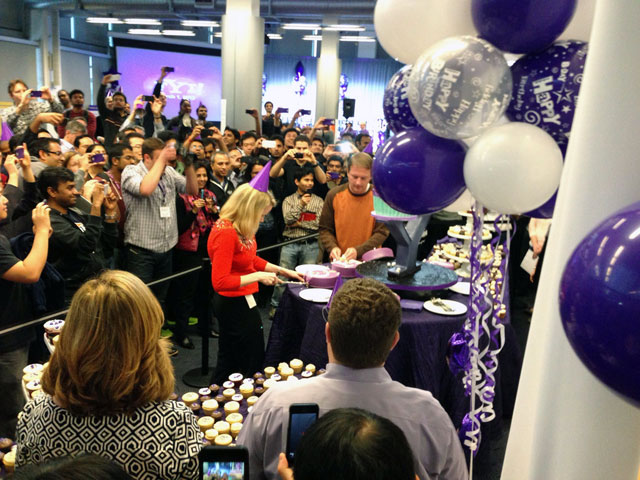 Mayer & Filo Cutting The Yahoo Birthday Cake