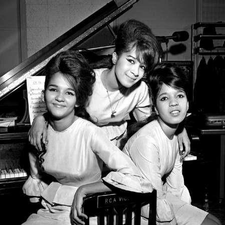 The Ronettes Frosty The Snowman cover art