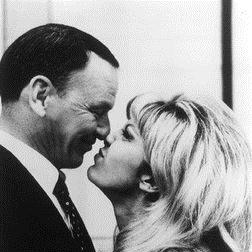 Frank & Nancy Sinatra: Somethin' Stupid
