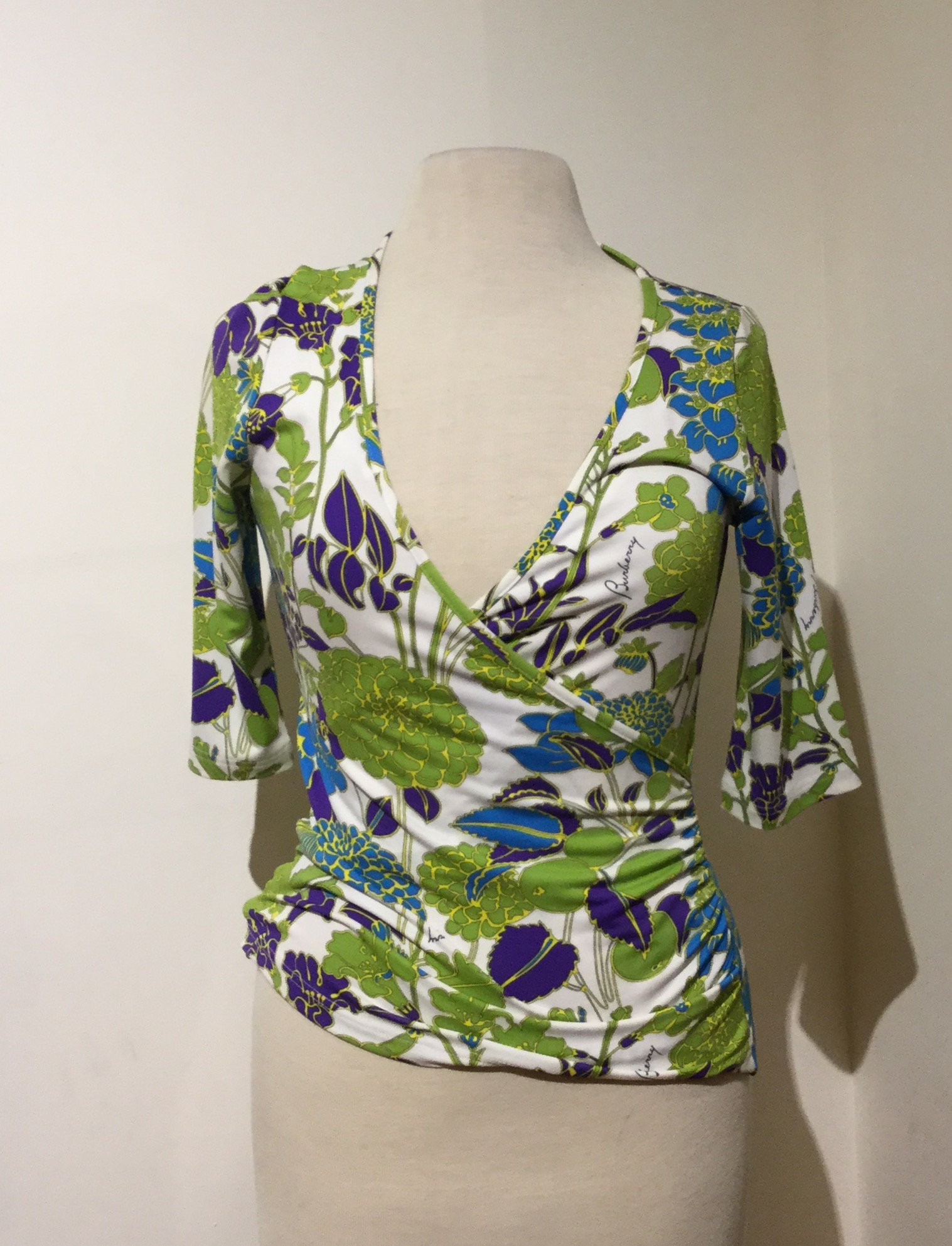 Burberry Size 6 Blouse