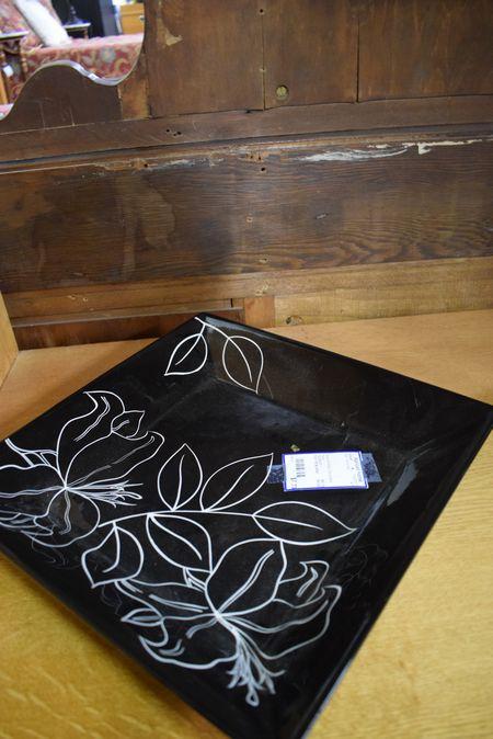 Black--White-Decorative-Plate_6425A.jpg