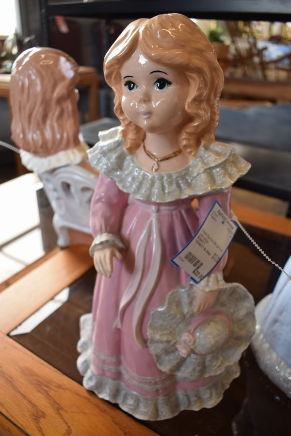 Glass-figurine-little-girl_8386A.jpg