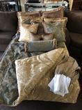 Queen-bedding-set-w-pillows_16234A.jpg