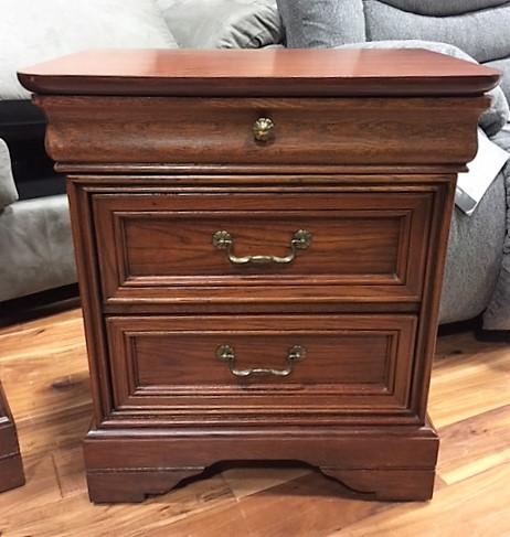 Bedroom-Nightstand.--Drexel-Heritage-3-Drawers._4642A.jpg