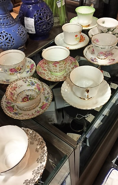 Tea-Cup-and-Saucer---Several-different-colorsstyles_4126A.jpg