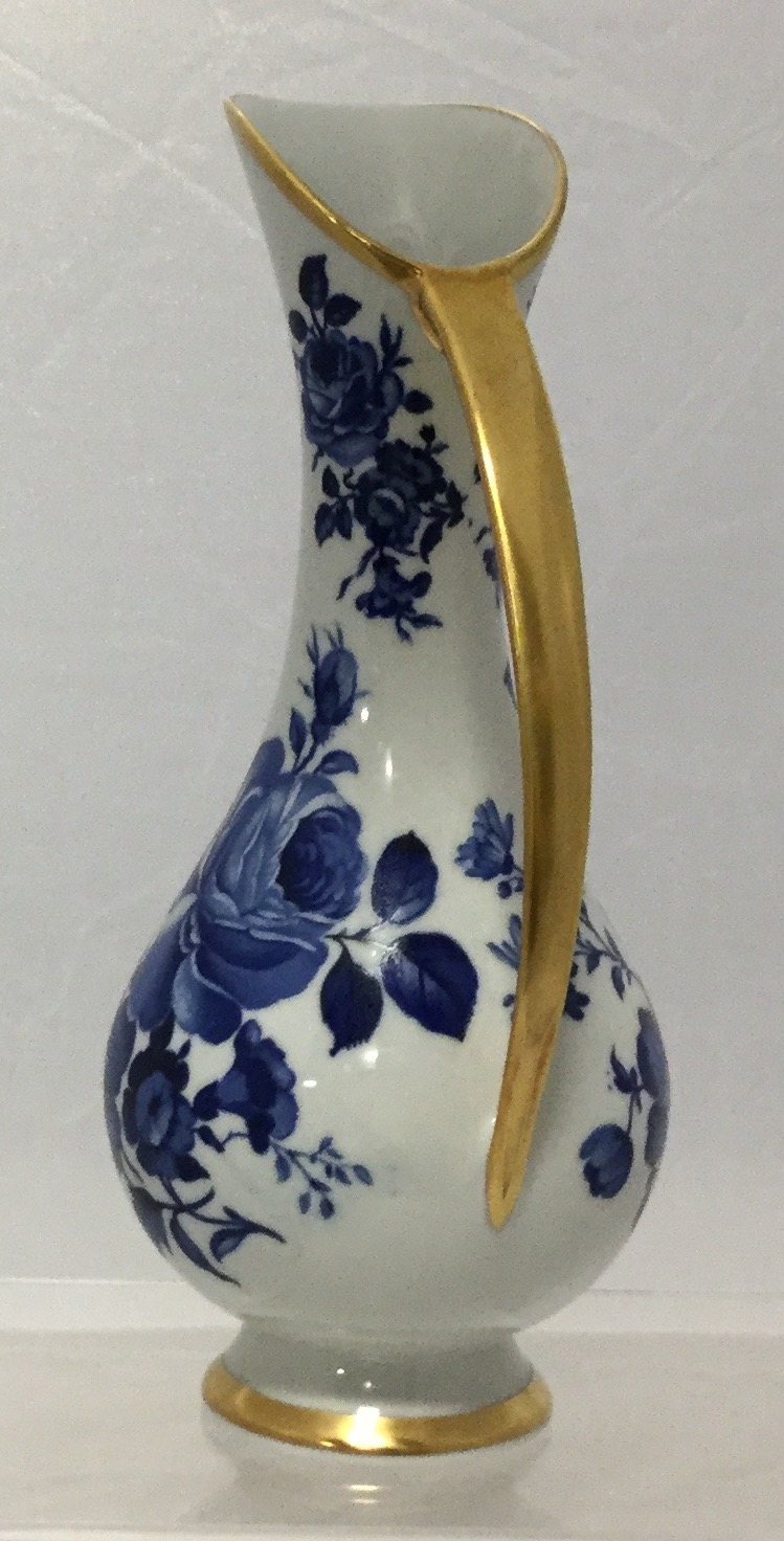 Blue--White-Delft-Pitcher_58094B.jpg