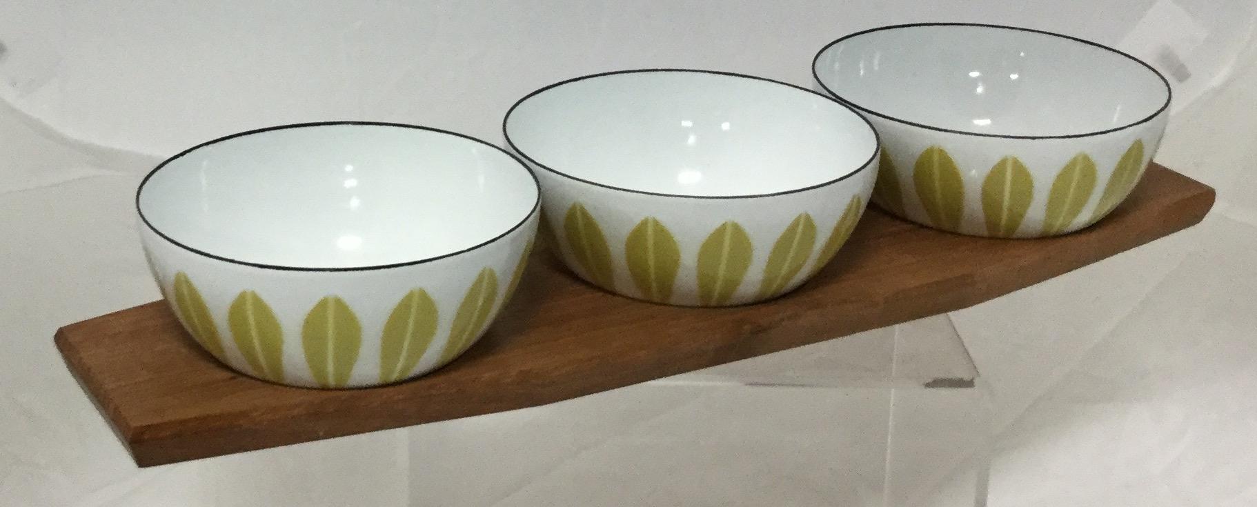 Three-Small-Enamel-Bowls-and-Tray_58255A.jpg