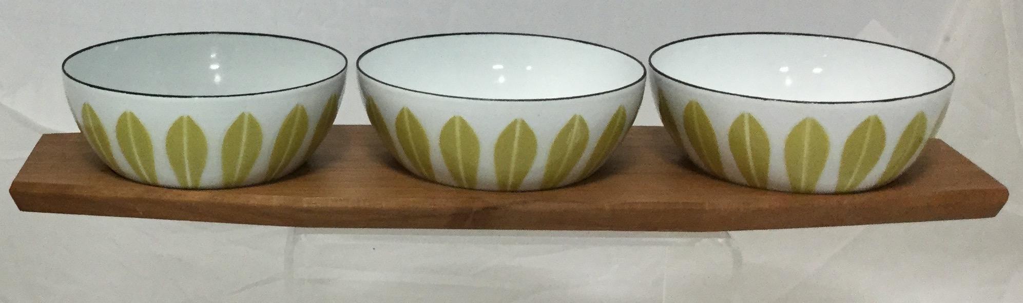 Three-Small-Enamel-Bowls-and-Tray_58255B.jpg