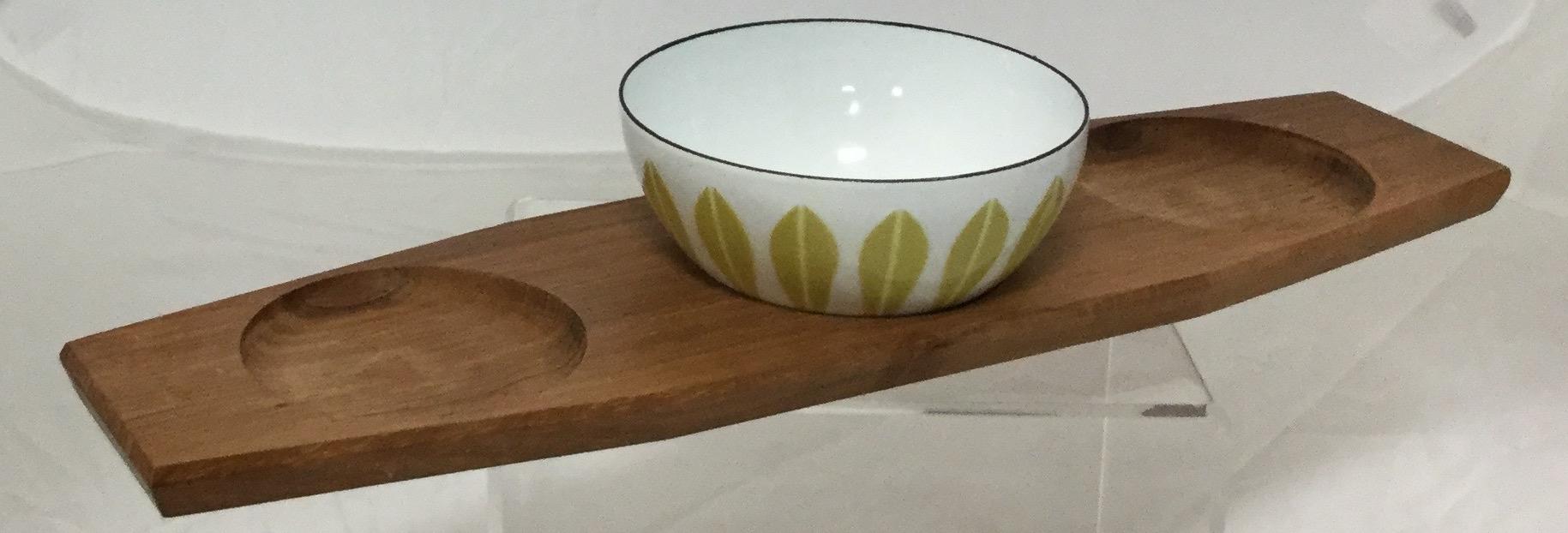 Three-Small-Enamel-Bowls-and-Tray_58255C.jpg