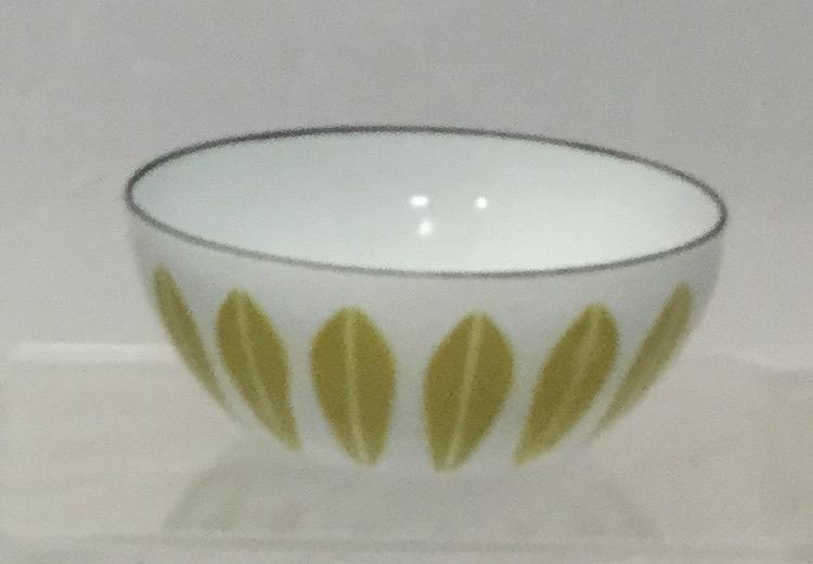 Three-Small-Enamel-Bowls-and-Tray_58255E.jpg