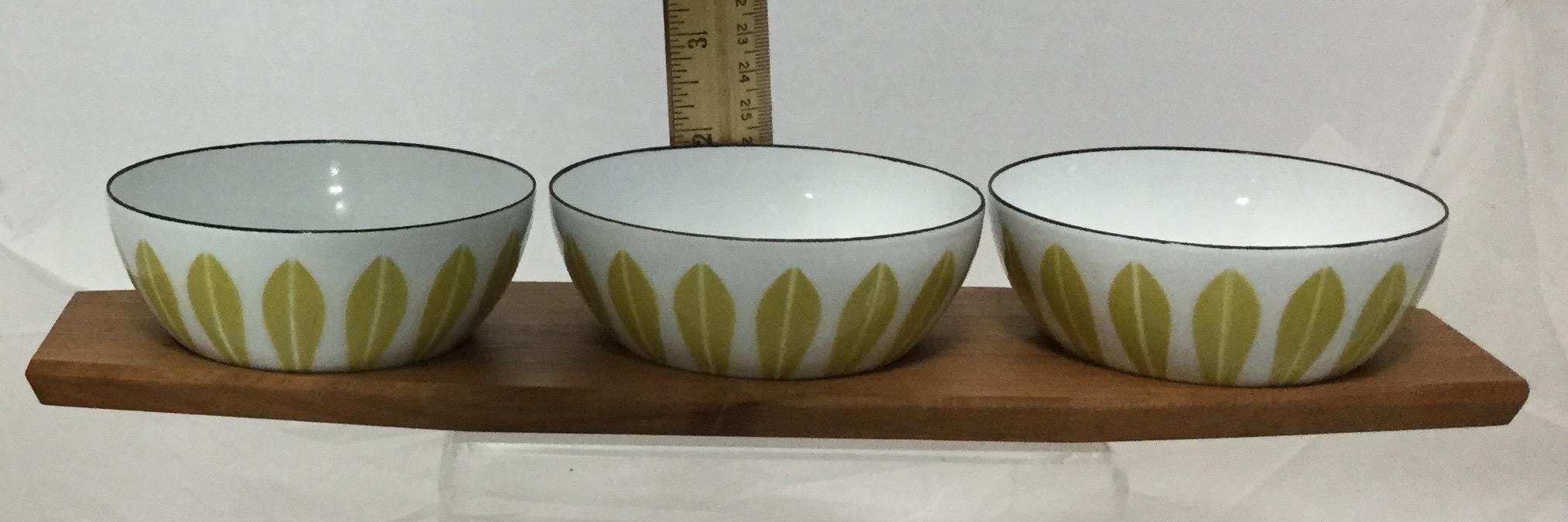 Three-Small-Enamel-Bowls-and-Tray_58255H.jpg