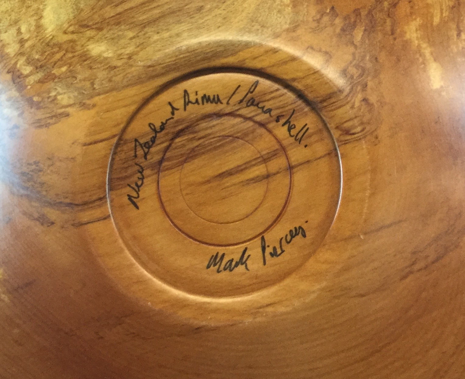 Turned-Wood-Bowl-from-New-Zealand_60843F.jpg