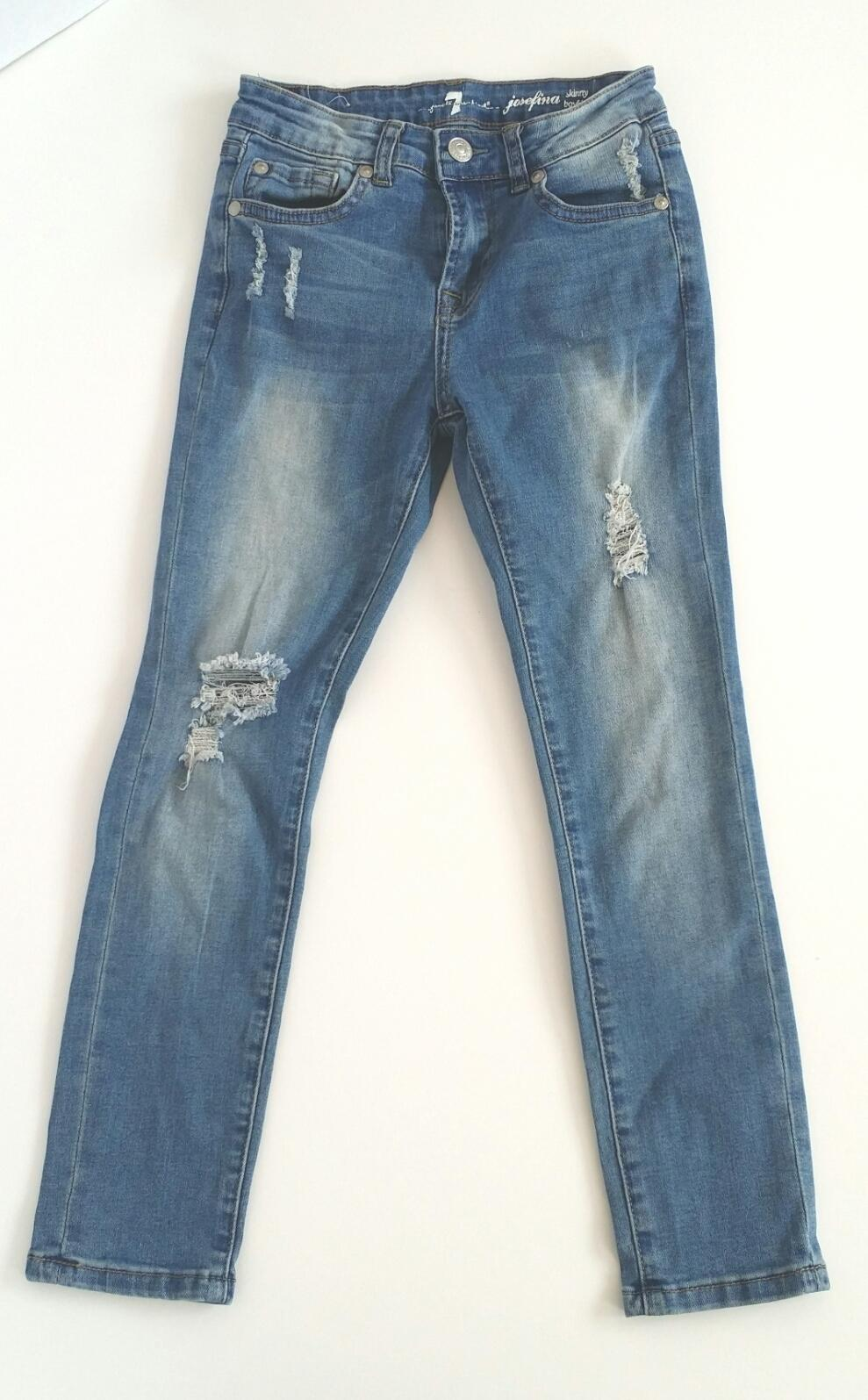 Seven-for-All-Mankind-10-YEARS-Distressed-Jeans_2083450A.jpg