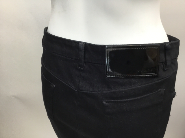 Prada-Size-40-Black-Skirt_10625F.jpg
